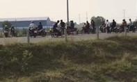 Tụ tập đua xe trên đường dẫn lên cao tốc TPHCM – Trung Lương