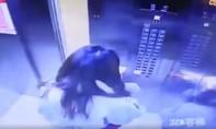 Clip cô gái nhanh trí thoát thân khi thang máy rơi tự do