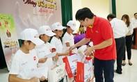Vietjet đóng góp tích cực cho quỹ học bổng Vừ A Dính