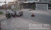 Clip thanh niên đánh dã man nữ sinh sau va chạm giao thông gây phẫn nộ
