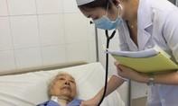 Cứu sống cụ bà 98 tuổi nhập viện cấp cứu cùng lúc 2 bệnh