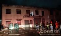 Cháy nhà kho công ty xe máy SYM, nhiều tài sản bị thiêu rụi