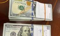 Dùng xe máy chở 2 người nước ngoài cùng 20.000 USD vào Việt Nam trái phép
