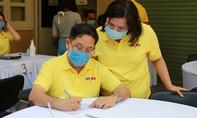 Tổng Lãnh sự quán Thái Lan hiến máu cứu người mùa dịch Covid-19