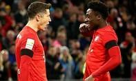Lewandowski lập cú đúp, Bayern nhọc nhằn thắng đội cuối bảng