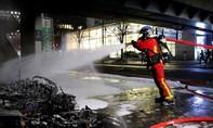 Clip hỏa hoạn dữ dội tại nhà ga Paris do biểu tình