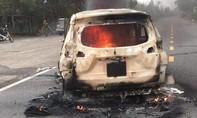 Ôtô đang lưu thông bất ngờ phát nổ, 2 người tử vong