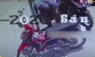 Clip trộm bẻ khóa SH ngay khi chủ xe vừa bước xuống