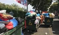 """TPHCM: Sau Tết, rác thải """"bủa vây"""" công viên"""