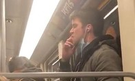 Clip hành khách bôi nước bọt lên tay vịn trên tàu điện ngầm