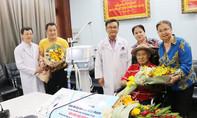 Gia đình NSND Lý Huỳnh tặng Bệnh viện Chợ Rẫy máy thở