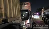 Xe container dừng giữa quốc lộ 1 gây tai nạn liên hoàn