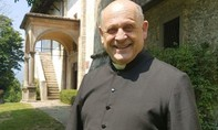 Linh mục Ý qua đời khi nhường máy thở cho bệnh nhân trẻ tuổi