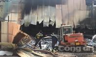 Nhà xưởng bên QL51 cháy lớn giữa trưa uy hiếp khu dân cư