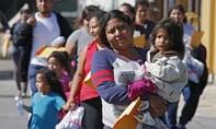 Tổng thống Mỹ dọa trừng phạt các nước không nhận người trục xuất