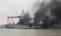 Tàu đổ bộ trực thăng đang hoàn thiện của Trung Quốc bốc cháy