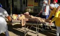 Cảnh sát Ấn Độ bị chém đứt bàn tay khi thực hiện lệnh phong tỏa