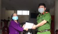 Cụ bà 70 tuổi tặng tiền dành dụm cho phòng chống dịch