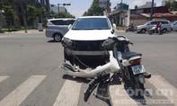 """Grabbike """"đối đầu"""" ô tô ở Sài Gòn, tài xế và khách đều nhập viện"""