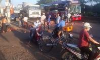 Mới hoạt động trở lại, xe khách tông đuôi xe tải, 2 người trọng thương