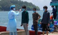 Ngư dân trên tàu cá bị tàu Trung Quốc đâm chìm được đưa đi cách ly