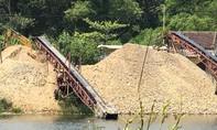 Bãi tập kết cát sỏi hoạt động rầm rộ ven sông Truồi, đường xá hư hỏng