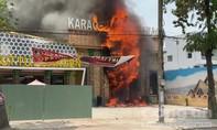 Quán karaoke Pharaon ở Sài Gòn bốc cháy ngùn ngụt
