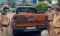 CSGT TPHCM phát hiện xe bán tải chở 10.000 khẩu trang y tế không hóa đơn