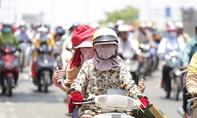 Người Sài Gòn bỏng rộp da vì nắng nóng