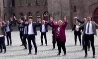 Clip Thủ tướng Na Uy nhảy động viên người dân giữa dịch nCoV