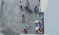 Một người Trung Quốc rơi lầu tử vong