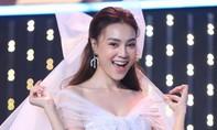 Ninh Dương Lan Ngọc, Hương Giang quyến rũ trên sân khấu