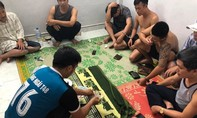 Bắt quả tang 4 cán bộ huyện đánh bạc bằng xóc đĩa