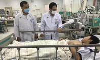 Hai học sinh bị cây phượng đổ đè trong sân trường hồi phục tốt, xuất viện