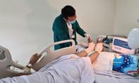 Bác sĩ trắng đêm cứu đôi chân đứt lìa cho nam công nhân