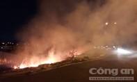Cháy bãi rác, đại lộ đẹp nhất Sài Gòn chìm trong khói