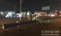 Hai thanh niên nằm trên quốc lộ, một người chết, một người nguy kịch