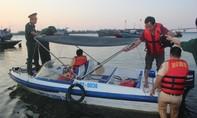 Lật thuyền trên sông, 5 người mất tích