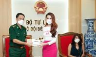 Hoa hậu Phan Thị Mơ tặng khẩu trang BĐBP