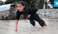 Clip nữ võ sĩ hít đất bằng... 1 ngón tay gây sốt