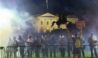 Bất chấp lệnh giới nghiêm, biểu tình ở Mỹ vẫn tăng nhiệt