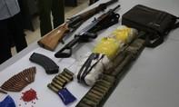 Bắt 2 đối tượng mang theo 2 khẩu súng áp tải ma túy ở Lóng Luông
