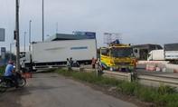 Xe tải lao vào trạm thu phí trên cao tốc, nhiều người thoát chết