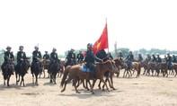 Thứ trưởng Lê Quốc Hùng kiểm tra tại Đoàn CSCĐ kỵ binh