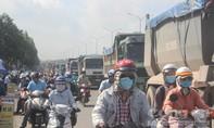 Xe ben lại dừng thành hàng trên QL51, giao thông rối loạn