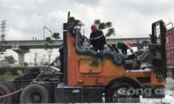 Xe container bốc cháy ở Sài Gòn, tài xế nhanh trí cứu được thùng hàng