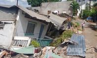 Cận cảnh 5 căn nhà sụp xuống sông ở Cần Thơ