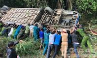 Vụ xe khách rơi xuống vực, 40 người thương vong: Vừa đổi tài thì gặp nạn