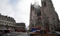 Cháy tại nhà thờ ở Pháp