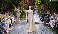 Chiếc váy đấu giá được 10.000 USD giúp trẻ em bị ảnh hưởng bởi Covid-19